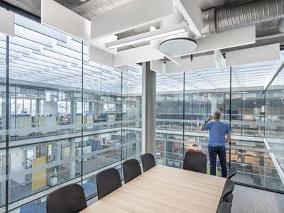 La solution pour un plafond ouvert acoustique et design