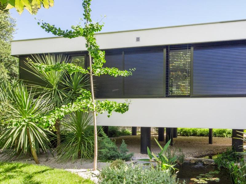 Une extension de villa sur pilotis - Batiweb