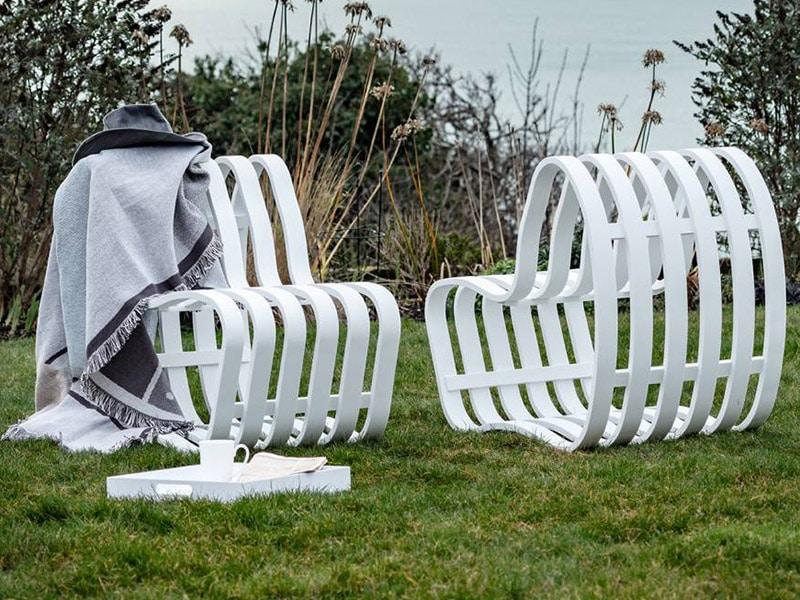Nina Moeller Designs dévoile CURVE Outdoor : un banc HI-MACS® léger et aérien aux courbes fluides - Batiweb