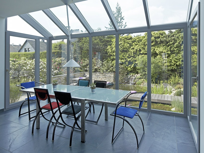 Choisir la performance des vitrages Saint-Gobain pour optimiser le confort d'une véranda - Batiweb
