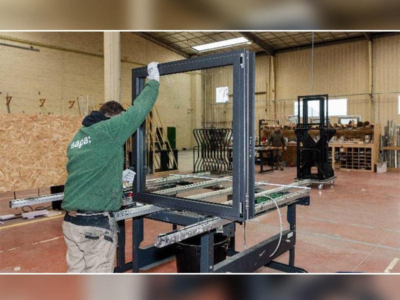 Solutions Pro Sapa : un réseau national de préfabrication de menuiseries aluminium au service des artisans poseurs et fabricants-installateurs - Batiweb
