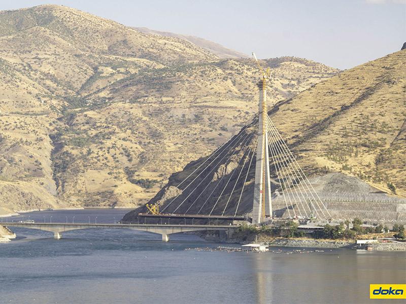 Le pont de Kömürhan : Grâce à Doka, un pont relie les deux rives de l'Euphrate - Batiweb