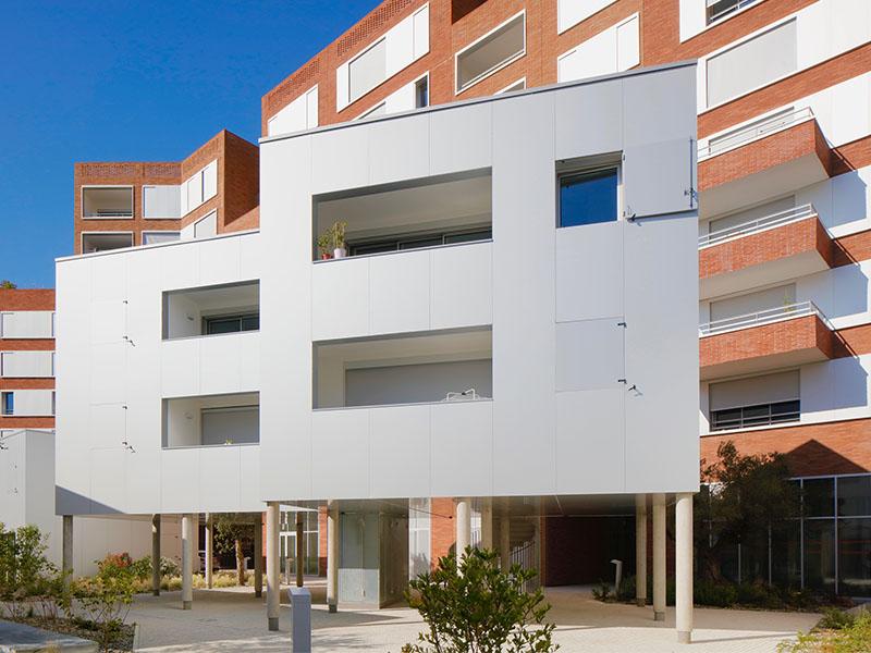 Une seconde peau contemporaine en ALUCOBOND® pour habiller les immeubles-plots de la résidence Carré d'Art à Toulouse - Batiweb