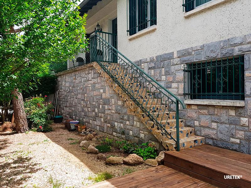 Une maison individuelle et sa piscine extérieure en proie aux fissures - Batiweb