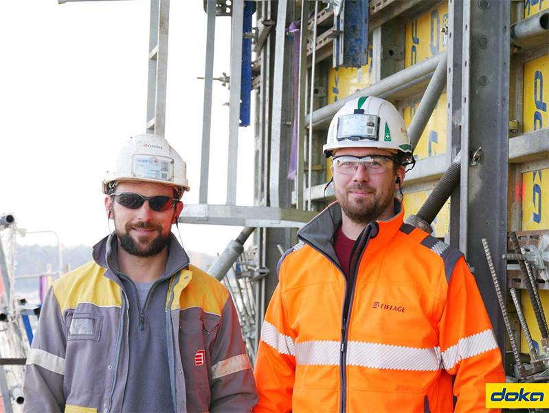 À droite, Julien Merzeau Conducteur de Travaux Principal chez Eiffage Construction Nord Aquitaine, accompagné de son collaborateur Humberto Dantas Antunes.