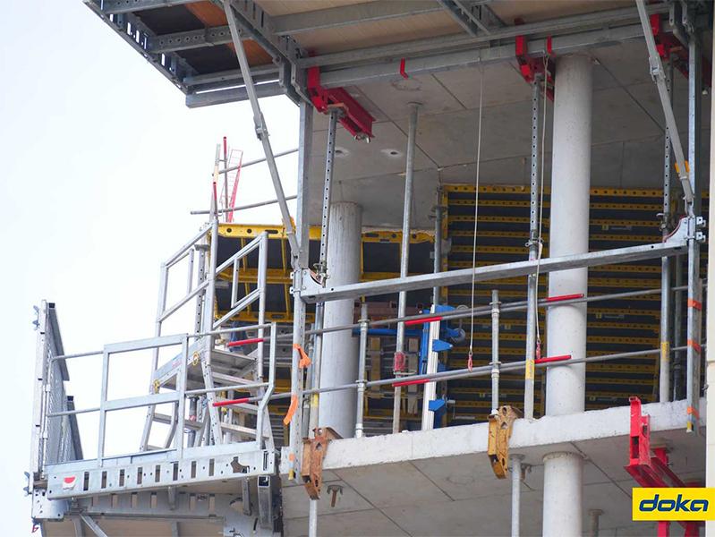 Le coffrage de plancher du noyau de la tour a été réalisé grâce au Dokadek 20.