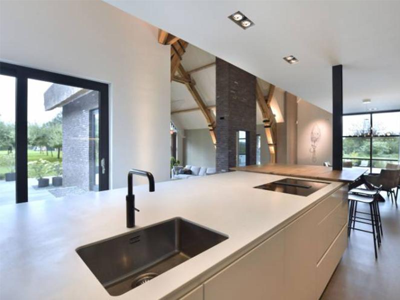 HI-MACS® apporte une touche de modernité et de fraîcheur dans cette résidence de la campagne néerlandaise - Batiweb