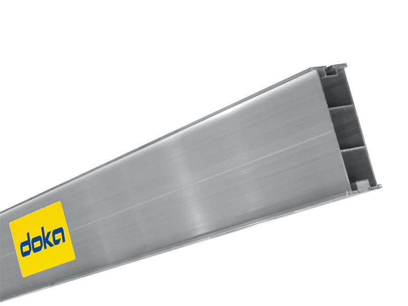Rapide à monter et facile à utiliser, la poutrelle Alu tire ses avantages de son poids réduit : seulement 6,4 kg par mètre linéaire, moins de 25 kg pour la plus grande poutrelle à 3,90 m.