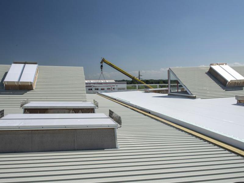 Quel système d'isolation choisir pour vos projets de toiture sur support bac acier ? - Batiweb