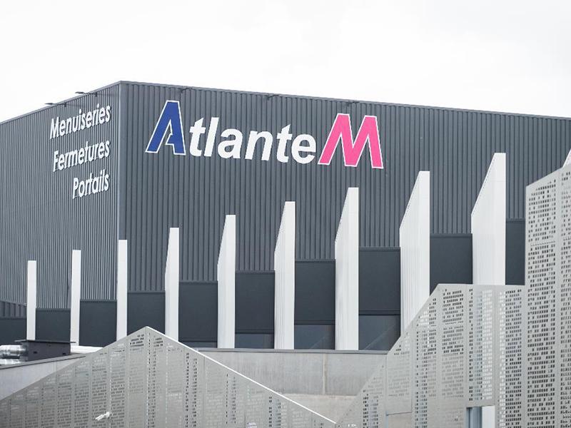 Nouvelle usine 4.0 à Saint-Sauveur-Des-Landes (35) dédiée aux menuiseries hybrides AM-X : ATLANTEM atteint un nouveau cap technologique - Batiweb