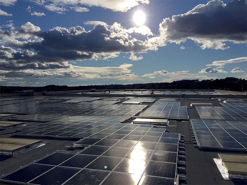 Sunscape iNova PV : la solution d'étanchéité qui transforme les toits en centrales électriques - Batiweb