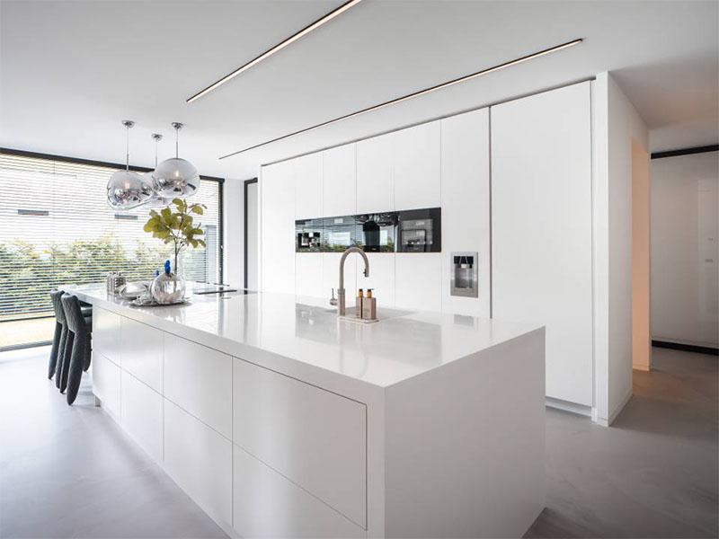 Quand qualité et esthétique se conjuguent : HI-MACS® la touche sur-mesure de cette lumineuse villa hollandaise - Batiweb