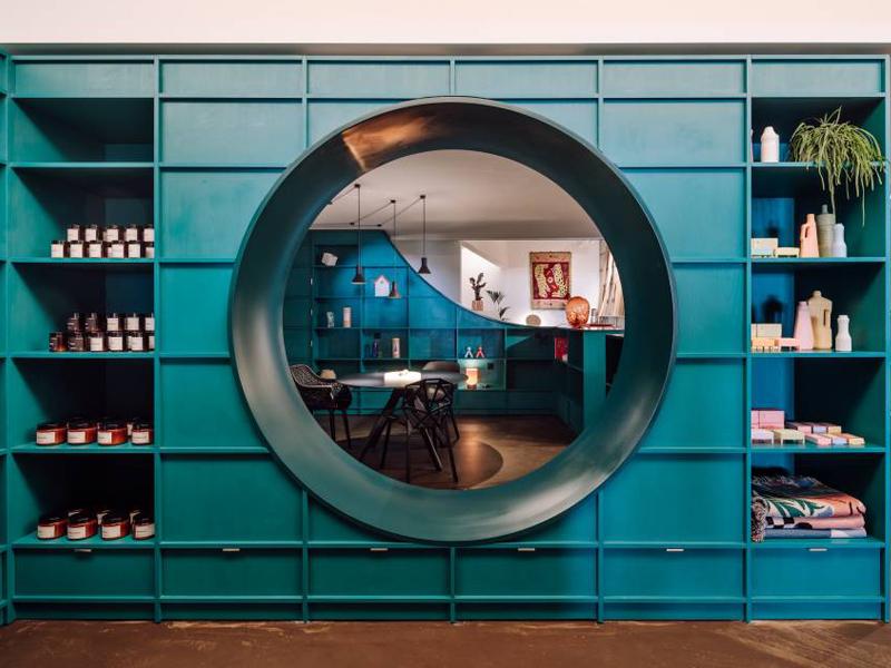 HI-MACS® Evergreen rayonne dans le nouveau concept store Banema - Batiweb