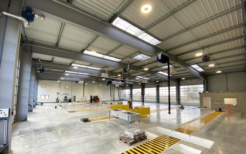 Bluevoûte et Bluesteel en toiture du nouvel atelier Fichou Autodistribution - Batiweb