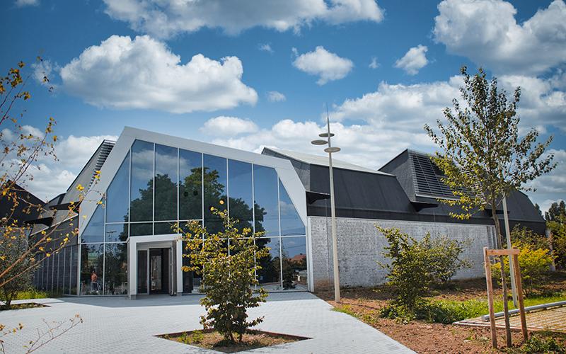 RubberGard EPDM de Firestone assure l'étanchéité de la nouvelle médiathèque de Courcelles-lès-Lens - Batiweb