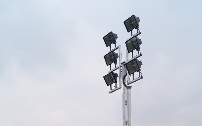 Une fourniture autonome de lumière: découvrez la nouvelle gamme de mâts d'éclairage Gelec - Batiweb