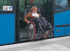 Quand une bordure de quai bus garantit à tous une accessibilité de plain-pied... - Batiweb